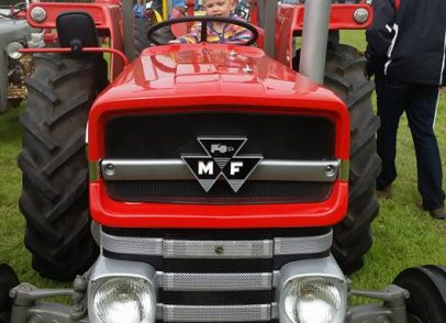 Show stopping tractors enjoyed by all age groups up at Stithians show (1)