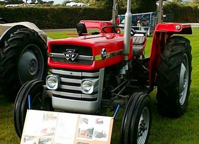 Show stopping tractors enjoyed by all age groups up at Stithians show (2)